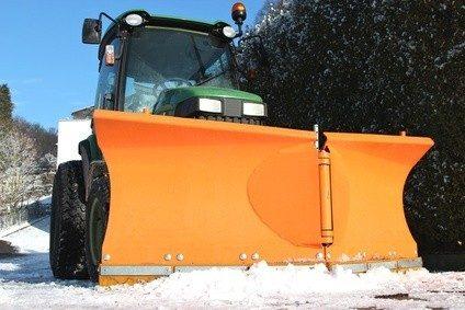 Schneeräumen gehört auch zu den Aufgaben eines Straßenwärters. © B. Wylezich - Fotolia.com
