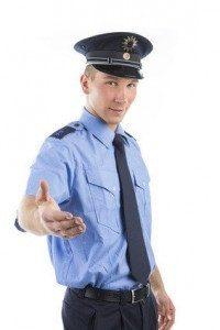 Polizist - für viele auch im Erwachsenenalter noch ein Traumberuf. © codiarts - Fotolia.com