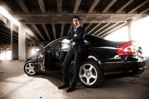 Die schönsten Autors fahren und dabei Geld verdienen. © Кирилл Рыжов - Fotolia.com