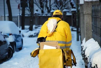 Briefzusteller müssen bei jedem Wetter die Post zustellen. © lagom - Fotolia.com