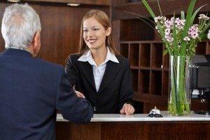 Die Zufriedenheit der Gäste steht für Hotelkaufleute ganz oben. © Robert Kneschke - Fotolia.com