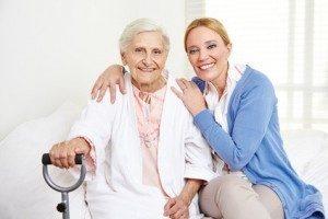 Familienpflege ermöglicht es Pflegebedürftigen, zu Hause wohnen zu bleiben. © Robert Kneschke - Fotolia.com