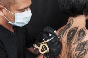 Viele Tätowierer sehen sich als Künstler. © BlueSkyImages - Fotolia.com