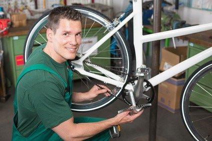 Viele Zweiradmechaniker haben ihr Hobby zum Beruf gemacht. © ikonoklast_hh