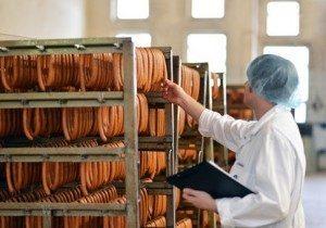 Eine qualifizierte Qualitätskontrolle ist in allen Fertigungsbetrieben essentiell.