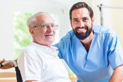 Der Pflegesektor ist ein Bereich mit hohem Personalbedarf.